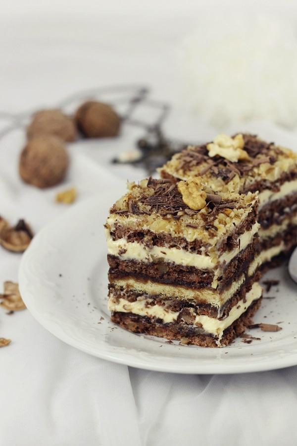 Prajitura cu nuci, ciocolata si crema de unt