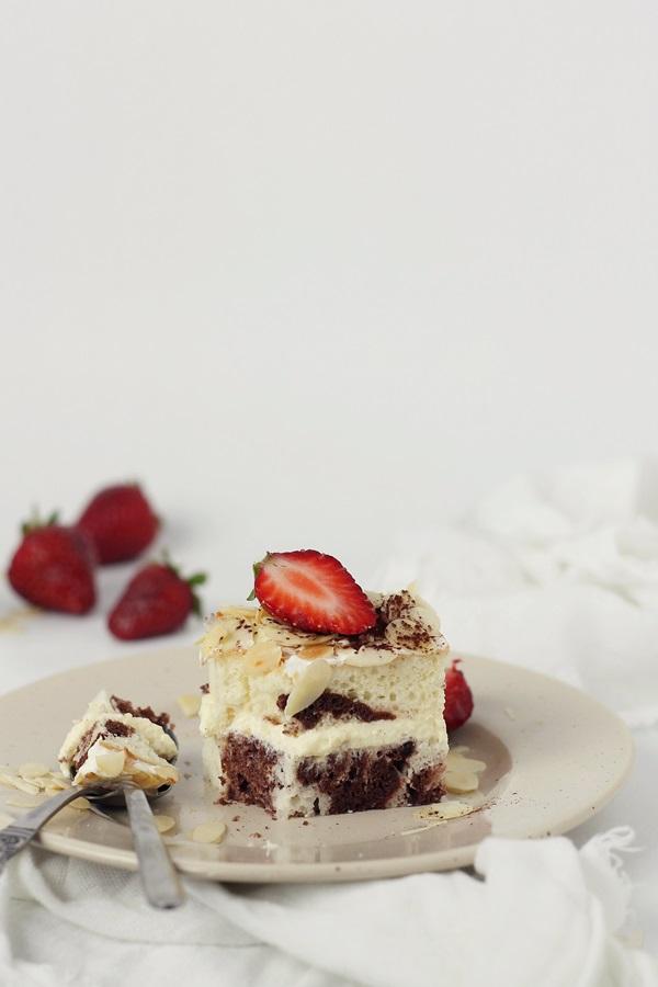 Prajitura din albusuri cu crema de vanilie