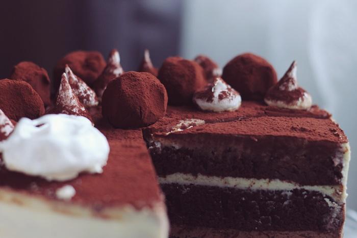 tort cu trei tipuri de ciocolata