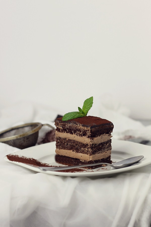 Prajitura cu ciocolata si crema de unt