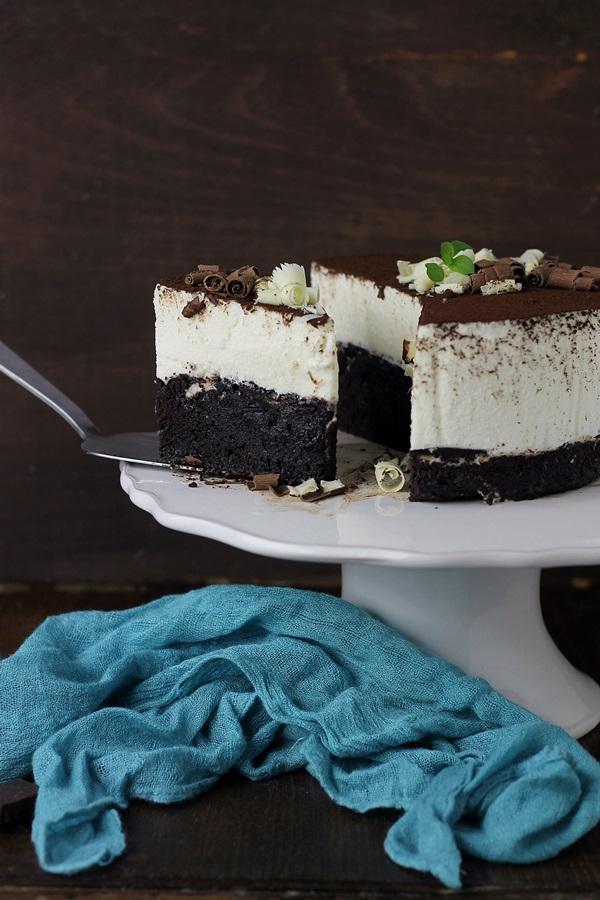 Tort cu mousse de ciocolata alba